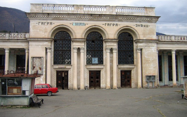 http://vtrip.ru/uploads/images/abhazia/gagravokzal.jpg